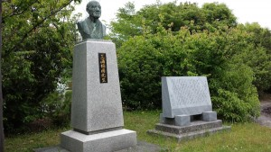 三浦梅園氏の像