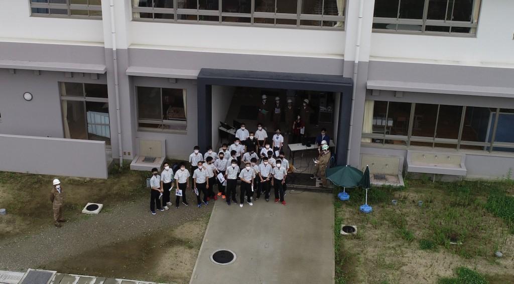 杵築中学校2020ドローンで記念撮影